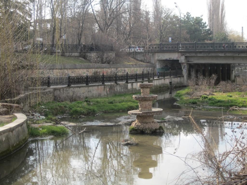 Салгир и фонтан на нем