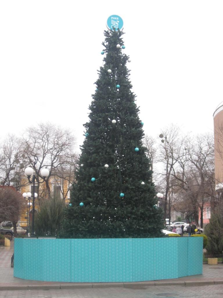 Праздничная елка от банка в Симферополе