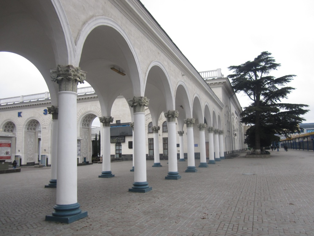 Вокзал Симферополя пуст