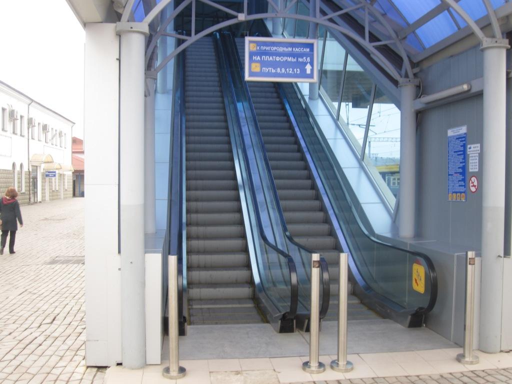Эскалатор на вокзале Симферополя