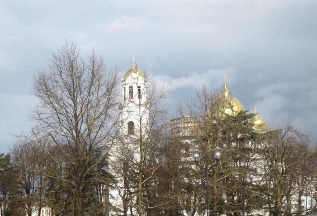 Собор Александра Невского после дождя