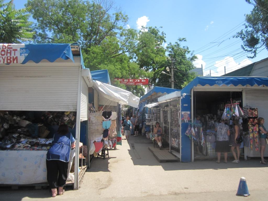 Рынок на улице Козлова в Симферополе до
