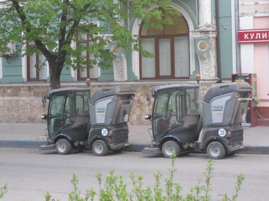 Маленькие уборщики в Симферополе
