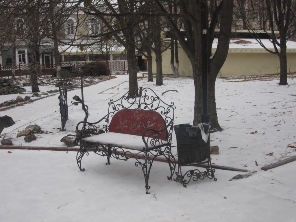 Сквер Дыбенко в Симферполе зимов