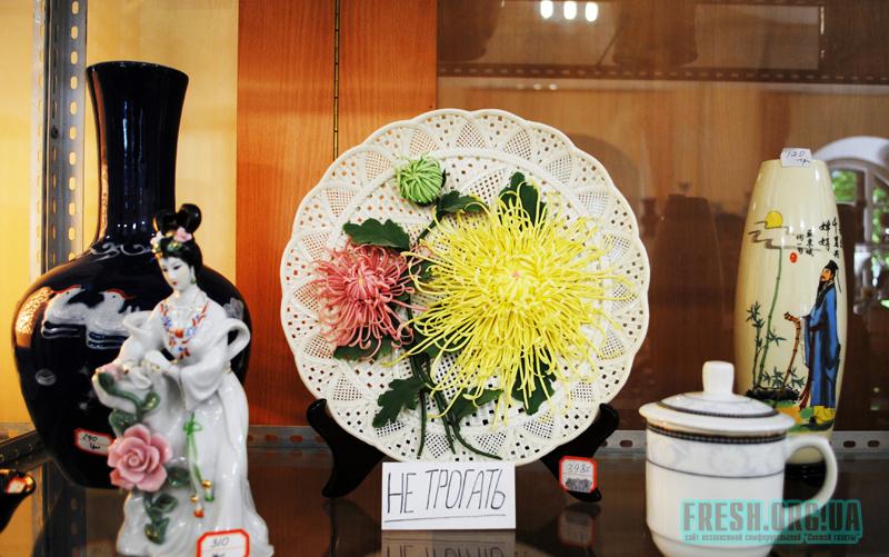 Хрупкая декоративная тарелка