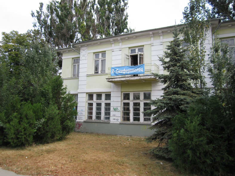 Школа спереди