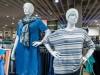 Крымчанин стащил одетый манекен из магазина