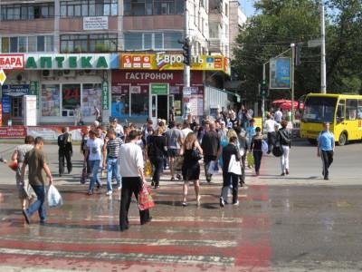 Вот еще одно опасное место вечером - большой переход на перекрестке улицы Гагарина и бульвара Ленина