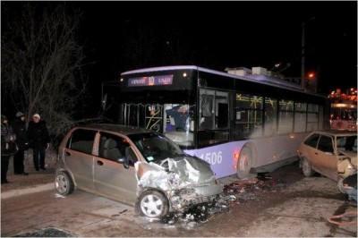 В Крыму Дэу врезалась в троллейбус