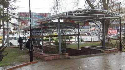 В Симферополе подземный переход украсили крышей