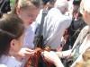 В Симферополе раздавали георгиевские ленточки(фото)